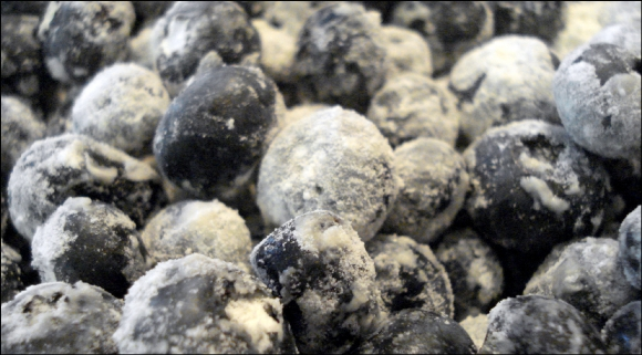 2014-4-1-blueberries-in-flour