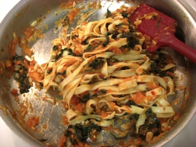 kale-tomato-pasta-mixed-in-pan