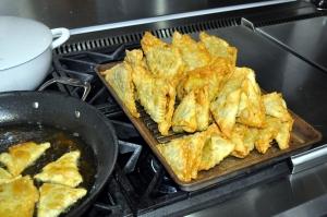 sambusa-frying