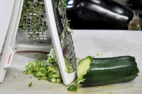 zucchinipatties-grating