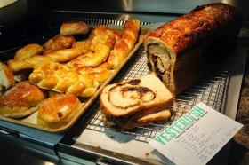 cinnamonraisinbread-silcedloaf